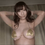 小澤らいむ 小さめの黄金ビキニを着てセクシーダンスをするアイドル