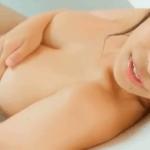 白石若奈 お風呂で巨乳を揺らされた後手ブラしてお尻の割れ目を見せるアイドル