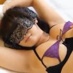 柚木えりな 下乳見える下着を着て手首を拘束して目隠しをして体をさわられるアイドル
