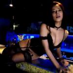 小瀬田麻由 ボンテージを着てセクシーに見せるアイドル