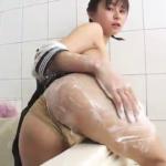 桜木美涼 セーラー服からパンチラしながらお風呂を掃除した後Fカップのタピオカ乳を手すりにこすりつけるJK