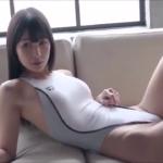 川崎あや ハイレグの競泳水着を着てくびれボディを撮影されるアイドル