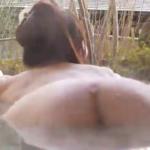 柚木めい 温泉で全裸になりお尻の割れ目を見せるアイドル
