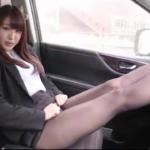 藤田薫子 車内でスーツを脱いで下着姿になる黒パンストを履いたOL