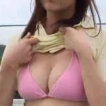 平塚奈菜 テニスウェアを脱いで巨乳を見せるアイドル