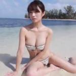 古川真奈美 砂浜でビキニ姿でFカップのボディを見せるアイドル