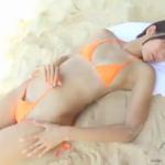 来栖うさこ 砂浜でビキニ姿でスレンダーボディを見せるアイドル