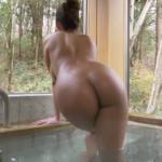 伊藤早由利 浴衣を脱いで全裸になり温泉に入るアイドル