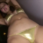 佐藤レイミ メタリックビキニを着てセクシーダンスをするアイドル