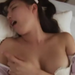 あべみほ 患者にキスをしたり巨乳を愛撫された後アイスを擬似フェラし喘ぎ声を殺しながら激しく擬似セックスする淫乱ナース
