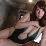 池田愛恵里 穴あき競泳水着を着て巨乳を見せるアイドル