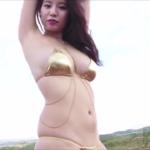 """<span class=""""title"""">久松かおり メタリックビキニ姿でセクシーダンスをするアイドル</span>"""