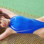 鶴巻星奈 ハイレグの競泳水着を着てスレンダーボディを見せるアイドル