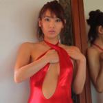 滝川綾 胸開きの衣装を着て美乳を見せるアイドル